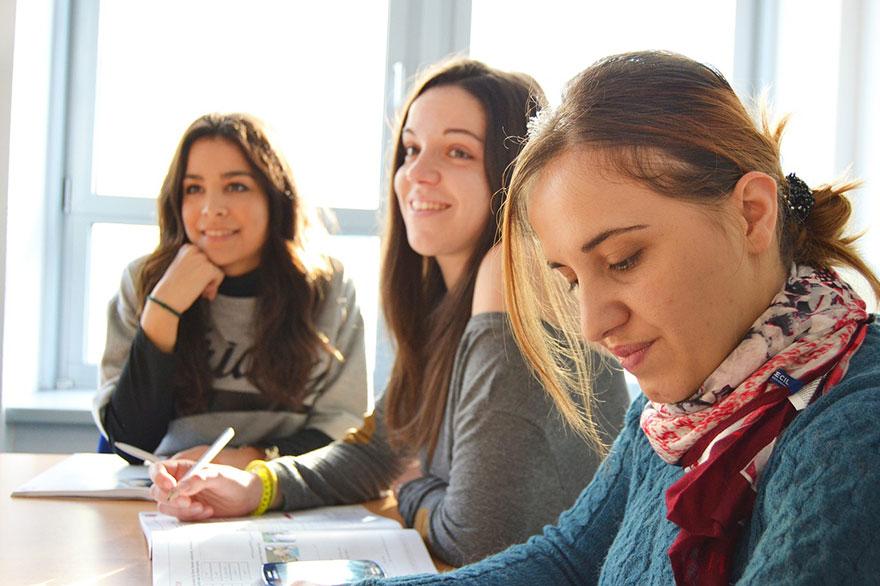 language-school-834138_1280.jpg