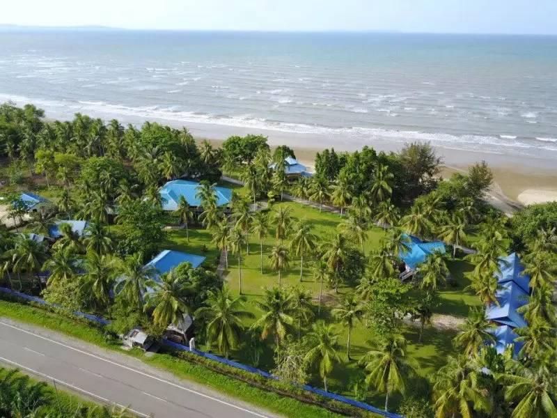 度假村俯视图(就在沙滩旁边)